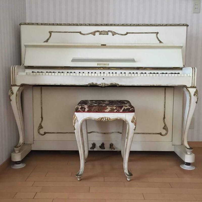 ロゴ; ピアノ